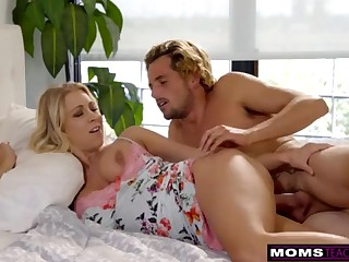 MomsTeachSex - Mommy And Sonny Share Day-bed And Shag S7:E3
