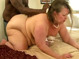 Fat mature interracial fellow-feeling a amour