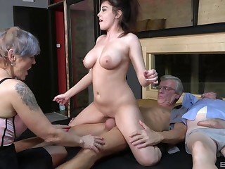 Nasty group sex party with amateur sluts Yvonne and Lucie Jenilova