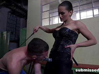 Rough mouth and ass fucking between dominant Barbara and a male attendant