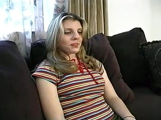 Amateur floozie gives with the ass for cash