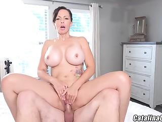 Catalina Cruz - Juicy Housewife Catalina Cruz Bounces Ass Gender Cock