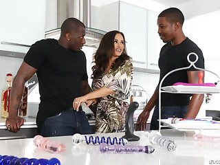 Awfully wild bootyful nympho Lisa Ann loves hardcore interracial 3some